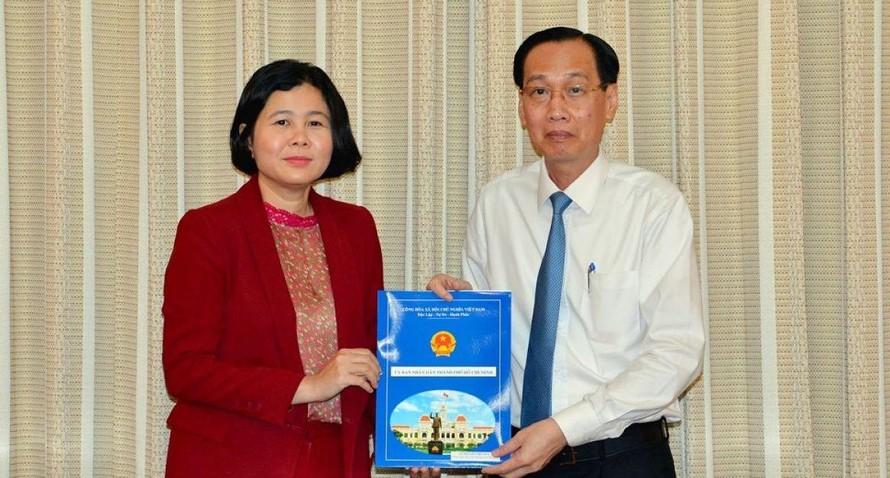 Vào tháng 10/2020, UBND TP.HCM điều động, bổ nhiệm bà Nguyễn Việt Hòa giữ chức vụ Tổng Giám đốc Tổng Công ty Thương mại Sài Gòn