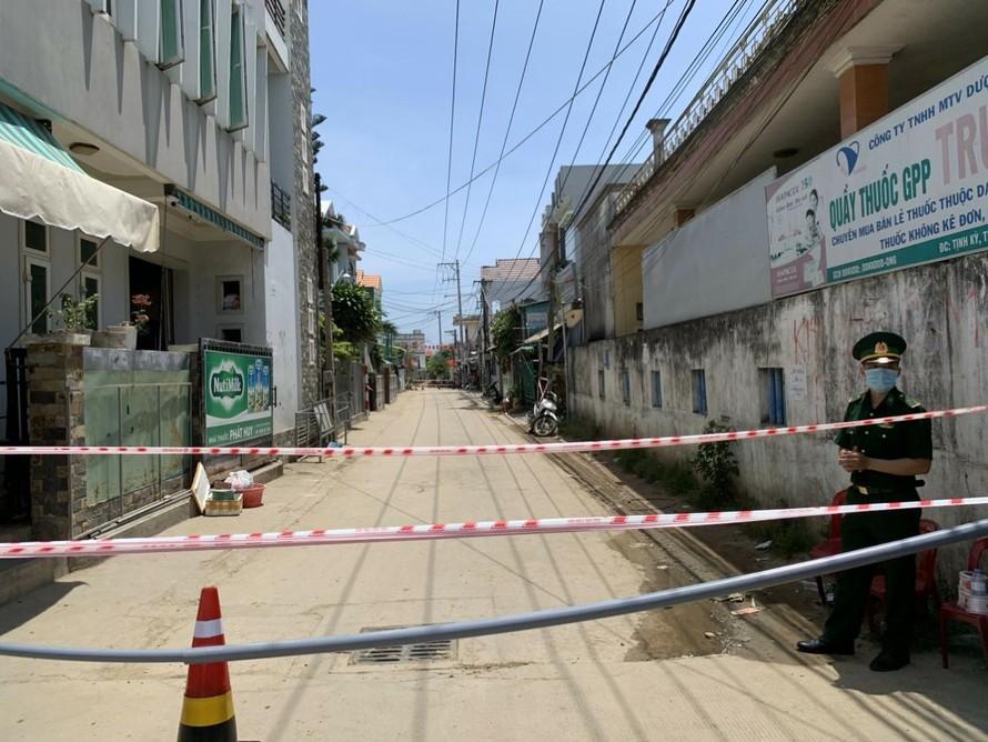 Thôn An Vĩnh, xã Tịnh Kỳ, thành Phố Quảng Ngãi (tỉnh Quảng Ngãi) bị phỏng tỏa vì có người nhiễm Covid-19.
