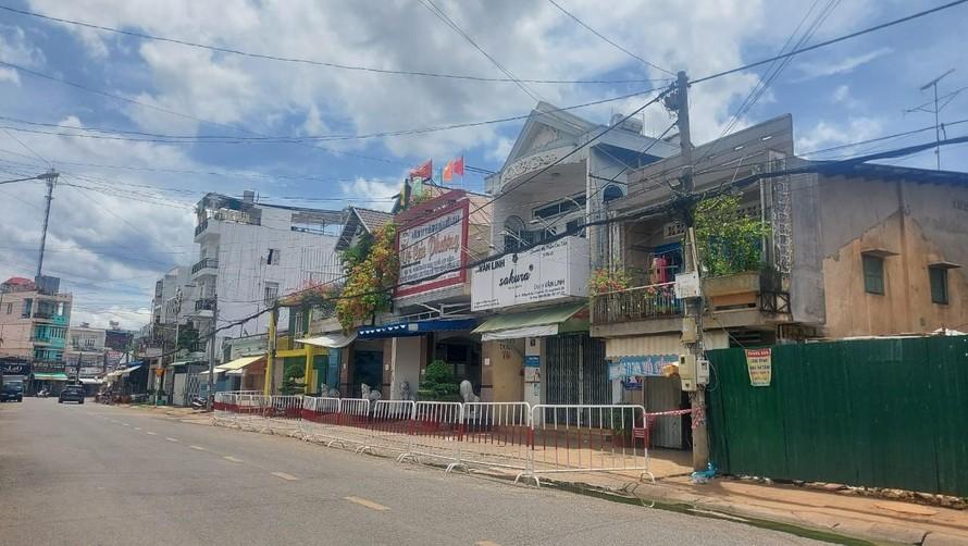 Phong toả khu vực nhà xe Cúc Phương.