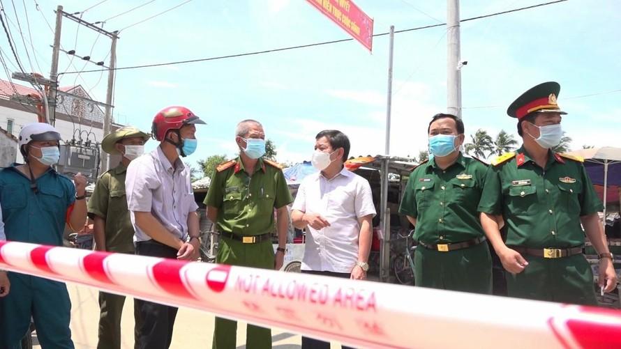 Chủ tịch UBND tỉnh Quảng Ngãi Đặng Văn Minh đi kiểm tra, chỉ đạo công tác phòng chống dịch Covid-19.