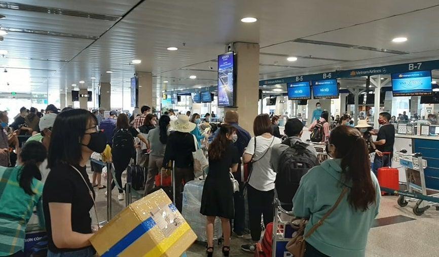 Các hãng hàng không phải hoàn lại phí sân bay cho hành khách huỷ chuyến.