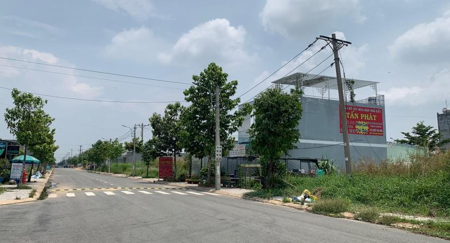 Công ty Hồng Đạt – Long An vẫn tổ chức bán đất dự án Bella Vista trong thời gian bị đình chỉ kinh doanh.
