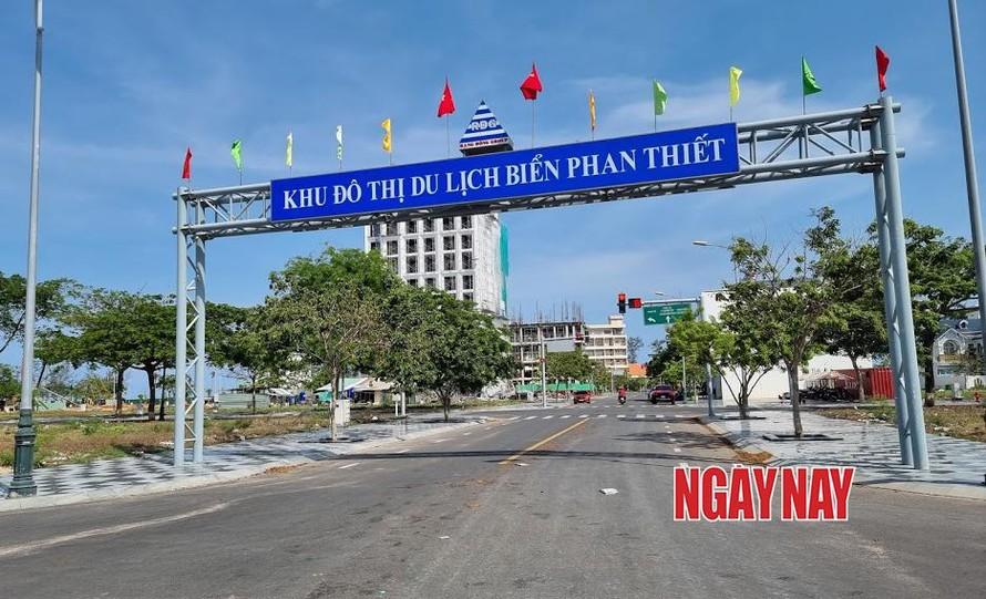 Các cơ quan chức năng đang thanh, kiểm tra Dự án Khu đô thị du lịch biển Phan Thiết. Ảnh: Lê Xuân Thọ
