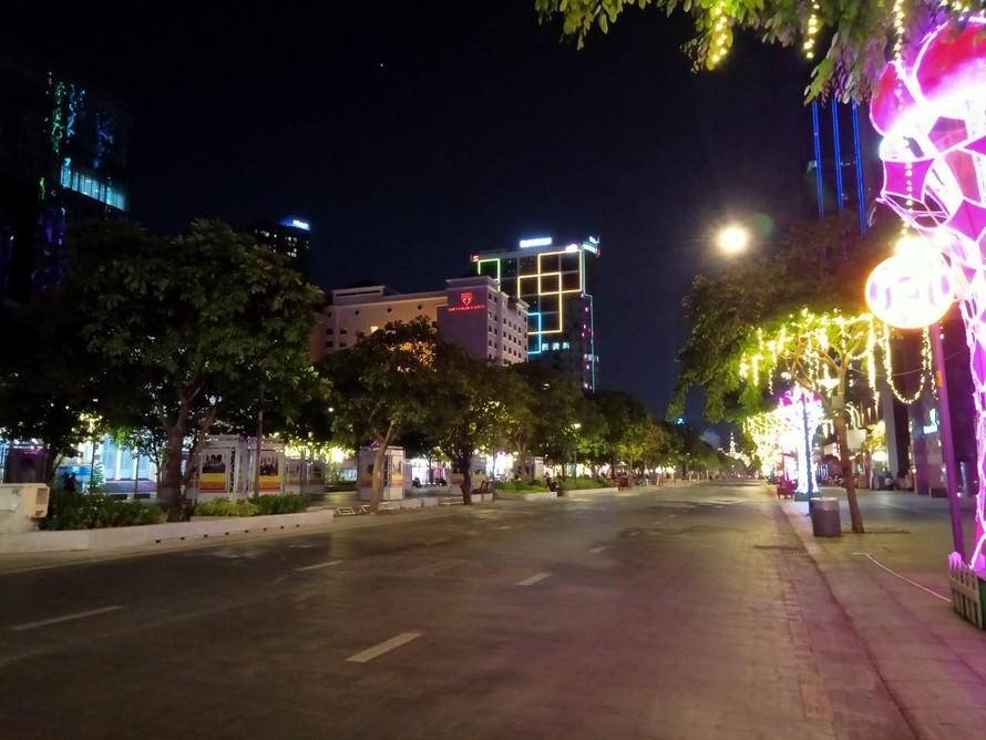 Phố đi bộ Nguyễn Huệ trước giờ siết chặt các hoạt động tập trung đông người,