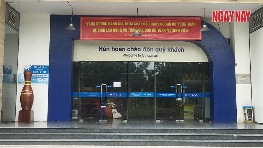 Siêu thị Co.opmart Đồng Văn Cống đóng cửa.
