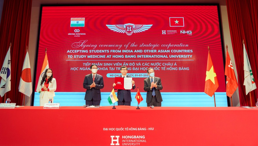Trường Đại học Quốc tế Hồng Bàng hợp tác chiến lược cùng Công ty Aieraa Overseas Studies đào tạo y khoa cho sinh viên nước ngoài.