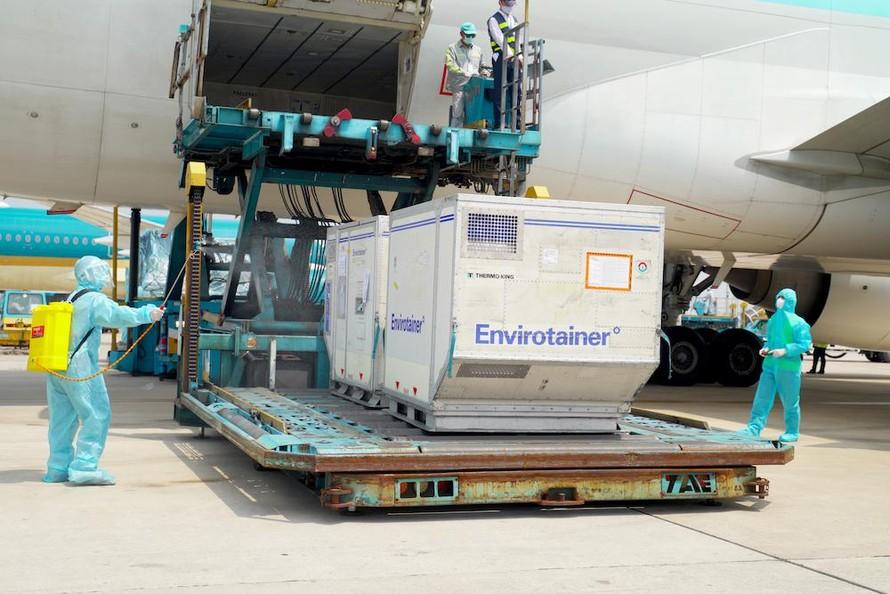 Thêm 921.400 liều vắc xin AstraZeneca được chuyển về Việt Nam