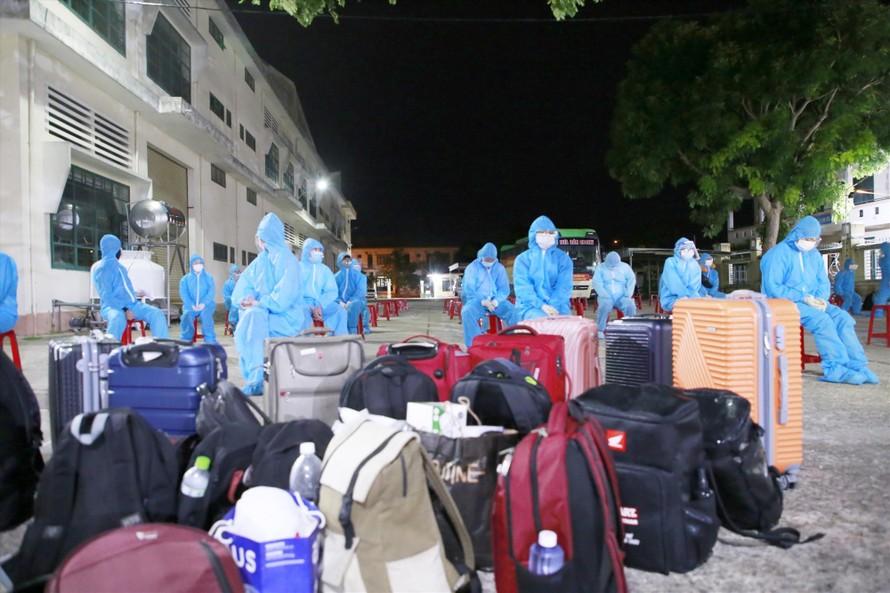 Hai chuyến xe đầu tiên đưa người dân Quảng Nam về từ TP.Hồ Chí Minh