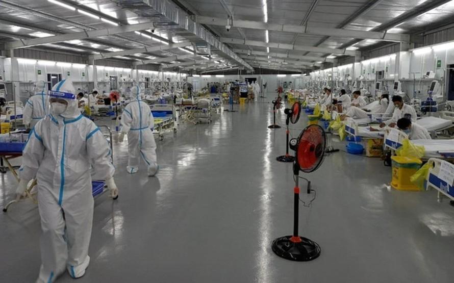 Trong phòng cấp cứu bệnh nhân COVID-19 nặng của Trung tâm Hồi sức tích cực COVID-19 BV Việt Đức. (Ảnh: Bộ Y tế)