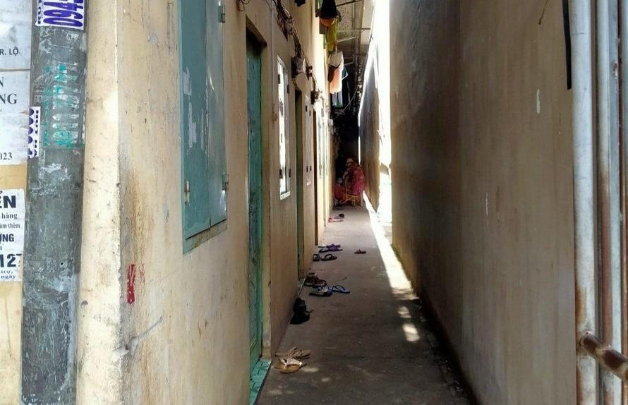 Gia đình nạn nhân có hoàn cảnh khó khăn, sinh sống ở phòng trọ chật hẹp.