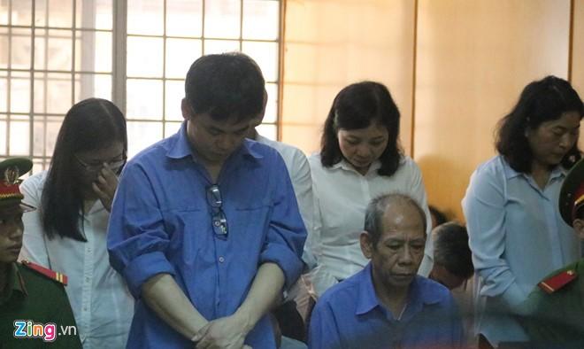 Các bị cáo tại phiên tòa ngày 12/6.