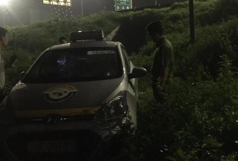 Hiện trường vụ tài xế taxi nghi bị khách cứa cổ - Ảnh: Công an TP HCM