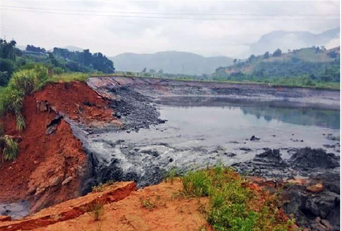 Hiện trường vụ vỡ đập hồ chứa quặng thải.
