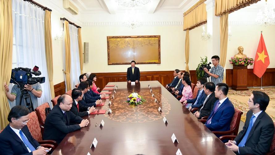 Toàn cảnh lễ trao Quyết định cho 6 tân Đại sứ