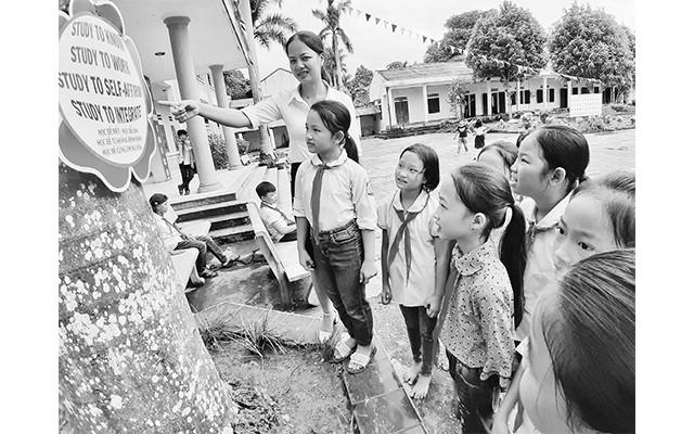 Cô giáo Nguyễn Thị Thúy Hồng thường xuyên tổ chức các buổi học ngoại khóa giúp học sinh thêm yêu thích môn tiếng Anh.