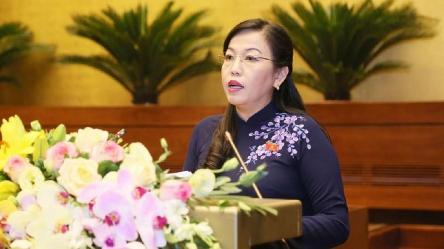Bà Nguyễn Thanh Hải trình bày báo cáo trước Quốc hội.