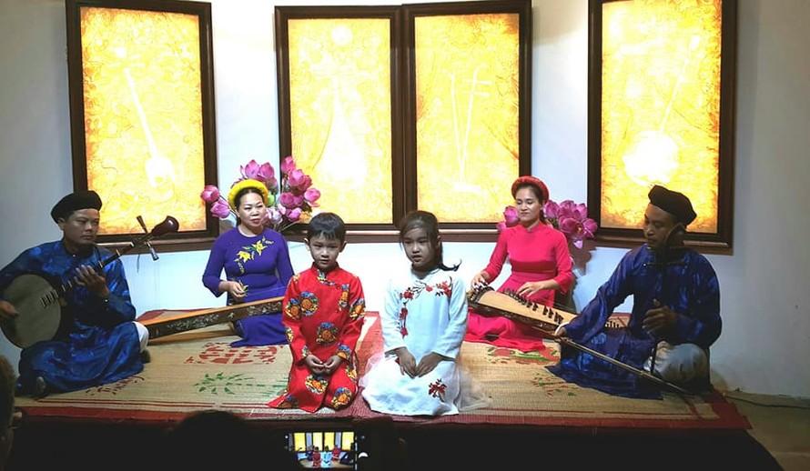 Ca Huế là một di sản văn hóa độc đáo của cố đô Huế.