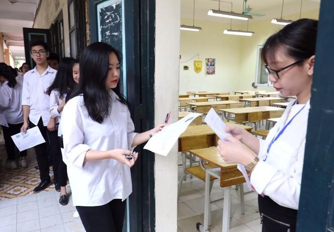Thí sinh dự thi tốt nghiệp THPT Quốc gia 2019 tại điểm thi THPT Hoàng Văn Thụ, Hoàng Mai (Hà Nội).