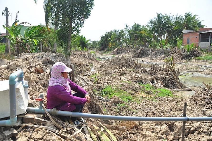 Hạn hán kỷ lục, gần trăm nghìn hộ dân miền Tây đang… khát nước ngọt