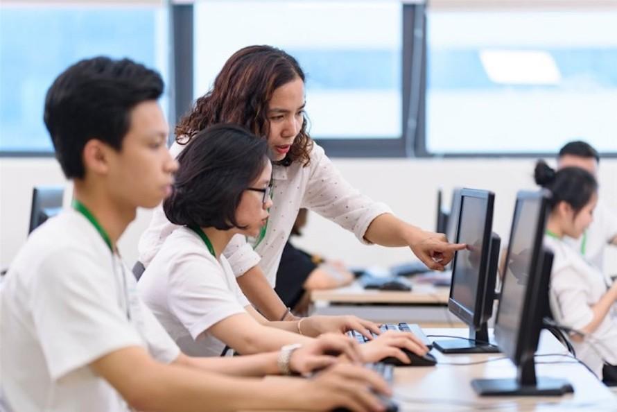 Tư vấn tuyển sinh trực tuyến tại Trường ĐH Y tế Cộng đồng.