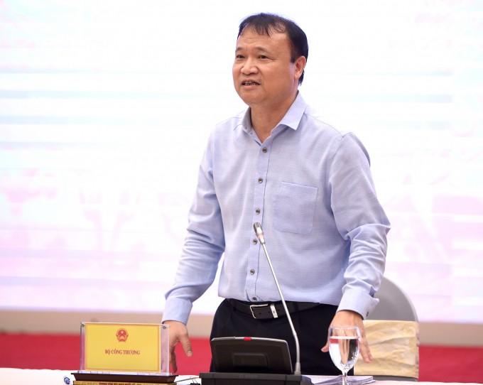 Thứ trưởng Công thương Đỗ Thắng Hải trả lời câu hỏi về giá thịt lợn trong họp báo Chính phủ ngày 5/5.