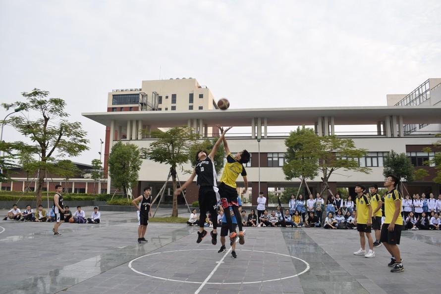 Học sinh Chuyên Bắc Ninh thi đấu bóng rổ. (Ảnh: Fanpage Đoàn trường THPT Chuyên Bắc Ninh)