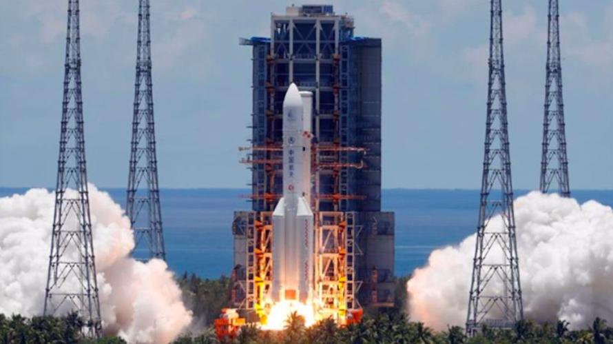 Tên lửa Trường Chinh 5 Y-4 đưa tàu Thiên Vấn-1 từ trung tâm vũ trụ ở đảo Hải Nam ngày 23/7. (Ảnh: Reuters)Dấu mốc mới trong tham vọng của Trung Quốc nhằm chinh phục vũ trụ TPO - Hôm nay, Trung Quốc phóng một tàu tự hành lên sao Hoả, tạo nên một dấu mốc mớ