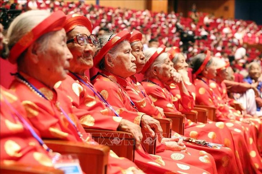 Các mẹ Việt Nam anh hùng trong buổi Gặp mặt. Ảnh: Anh Tuấn/TTXVN