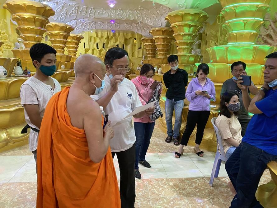 Nhiều gia đình tập trung tại chùa Kỳ Quang 2 để đòi tro cốt người thân của mình