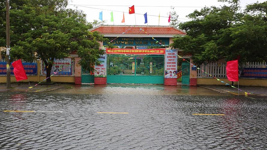 Học sinh miền Trung nghỉ học tránh bão Molave