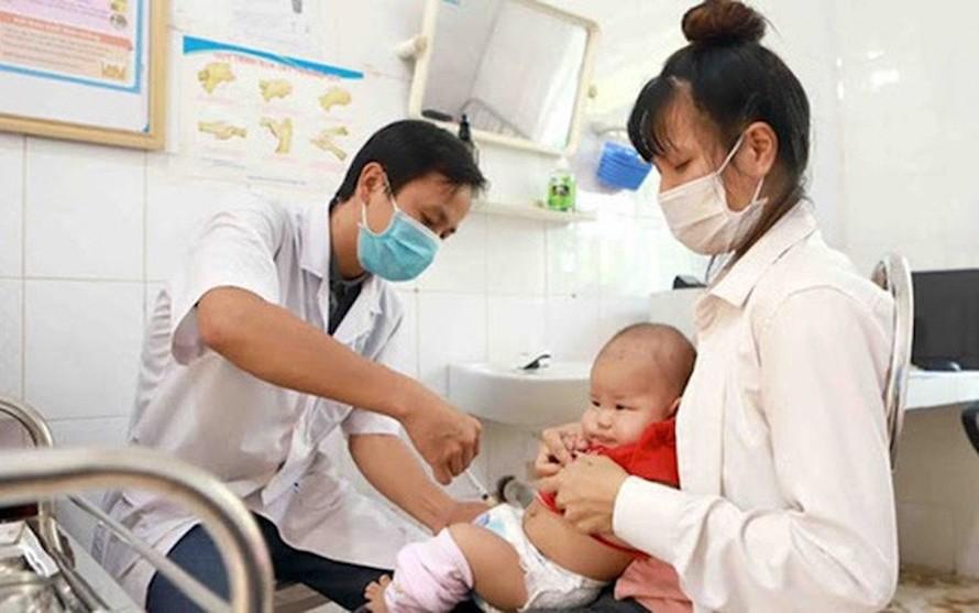 Tiêm vaccine cho bé trong tiêm chủng mở rộng