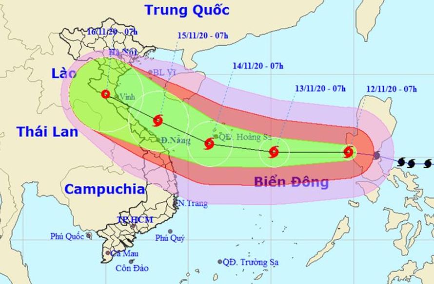 Trung tâm Dự báo Khí tượng Thủy văn Quốc gia đã đưa ra ba kịch bản đổ bộ của bão Vamco. Ảnh: NCHMF