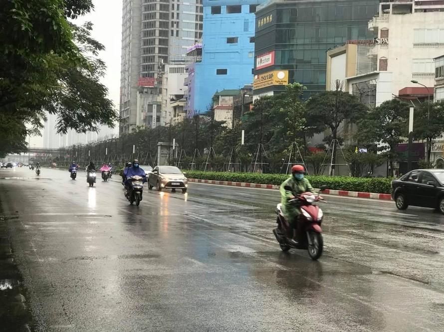 Bắc Bộ có mưa nhỏ và trời rét, Nam Bộ nắng ấm