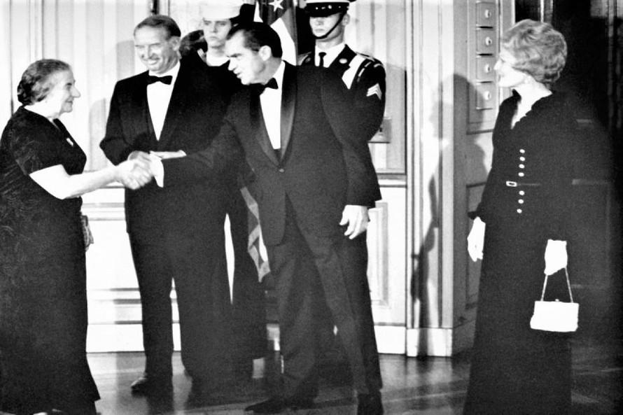 Tổng thống Mỹ Nixon đón nữ Thủ tướng Israel Golda Meir năm 1969 tại Nhà Trắng. Nguồn: foreignpolicy.com