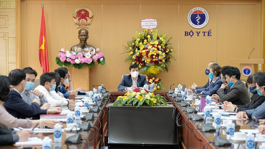 GS. TS Nguyễn Thanh Long- Bộ trưởng Bộ Y tế phát biểu tại cuộc họp.