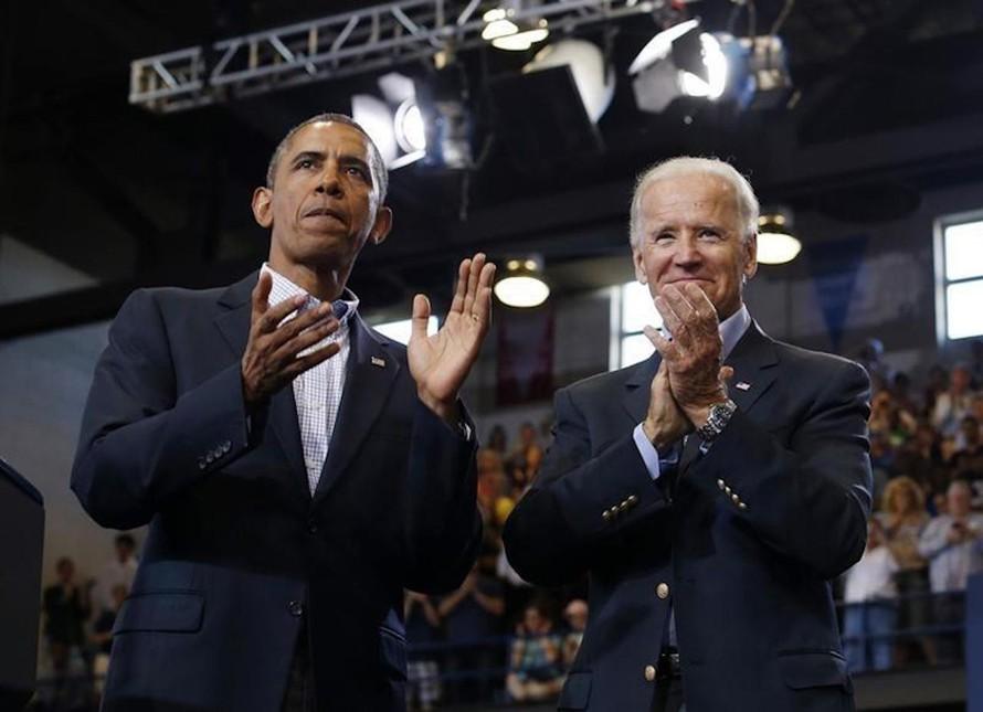 Tổng thống Biden (phải) và cựu Tổng thống Obama.