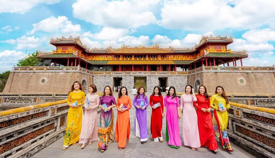 Được miễn vé tham quan khi mặc áo dài truyền thống đến thăm Di sản Huế