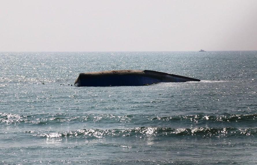 Vụ chìm tàu chở tro xỉ ở mũi Né: Cần hết sức cẩn trọng để tránh nguy hại