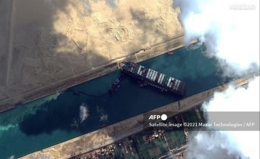 Tàu Ever Given mắc cạn ở kênh đào Suez gây tắc nghẽn tuyến giao thông huyết mạch của thế giới.