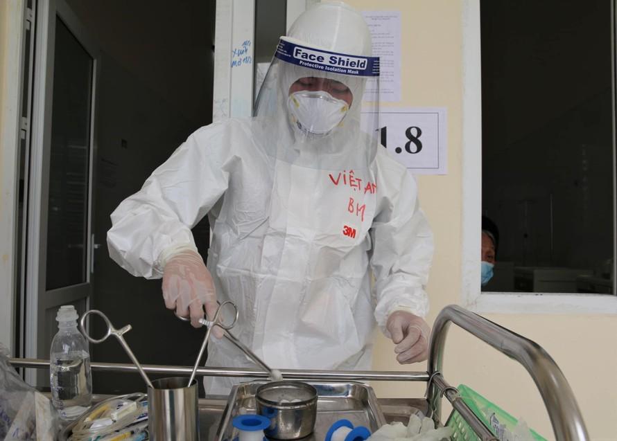 Hơn 62.000 người đã tiêm vaccine, sáng 15/4 thêm 4 ca mắc mới COVID-19