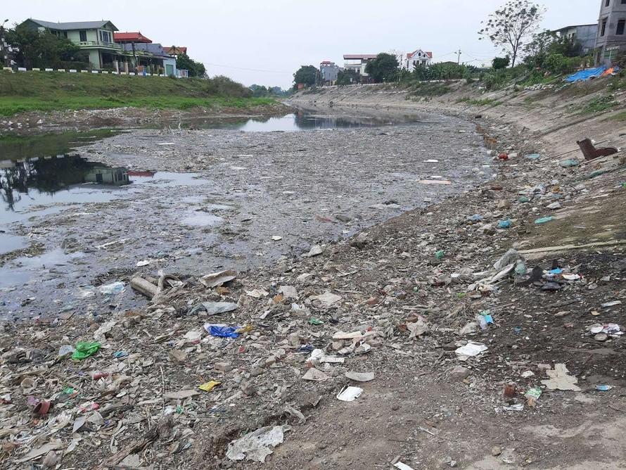 Sông Nhuệ-Đáy ô nhiễm: Đến bao giờ mới tiếp được nước để 'rửa bẩn'?