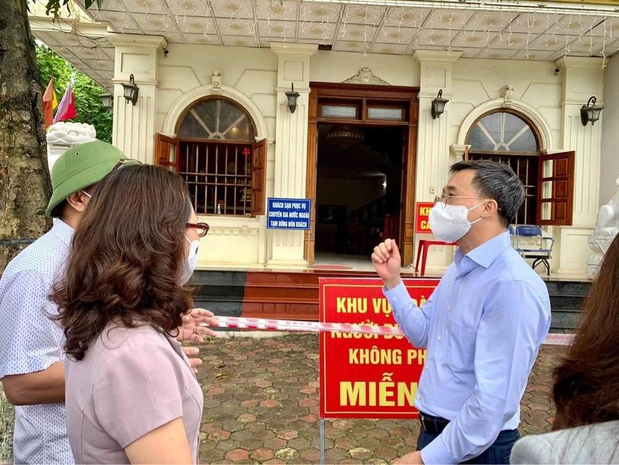 Thực hiện giãn cách xã hội nơi công cộng tại thành phố Yên Bái