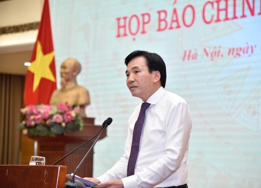Bộ trưởng, Chủ nhiệm Văn phòng Chính phủ, Người phát ngôn của Chính phủ Trần Văn Sơn phát biểu tại họp báo.