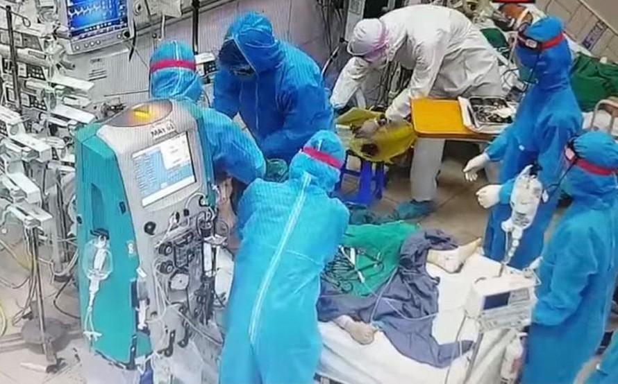 Điều trị bệnh nhân Covid-19 tại Bệnh viện Bệnh nhiệt đới trung ương.
