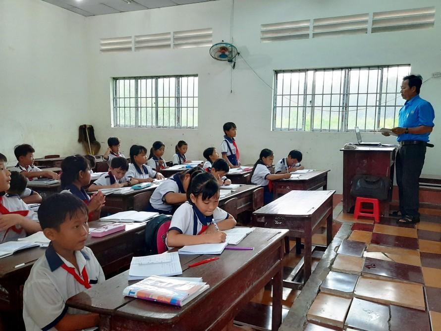 Cà Mau: Lựa chọn sách giáo khoa phù hợp với năng lực học tập của học sinh