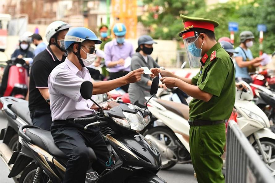 TP Hà Nội yêu cầu các cơ quan, đơn vị khẩn trương phê duyệt danh sách và gấp Giấy đi đường cho cán bộ, công chức, viên chức... trong thời gian giãn cách xã hội.