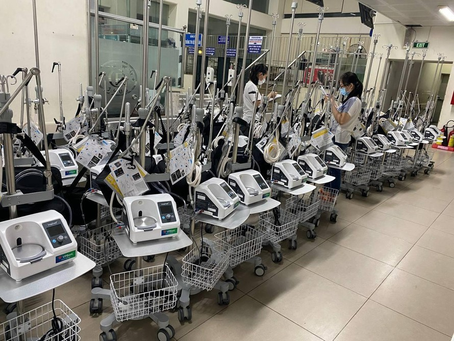 """VPBank chi viện khẩn cấp thêm 1.000 máy thở oxy dòng cao cho """"tâm dịch"""" phía Nam"""