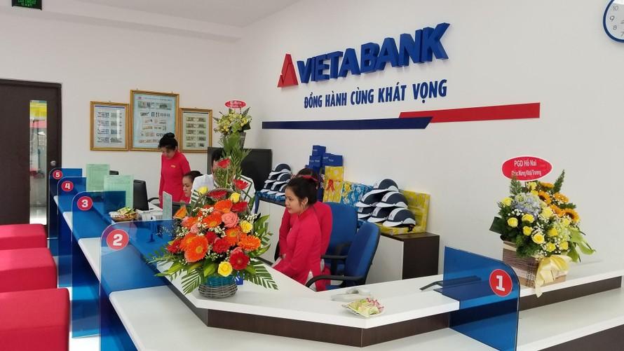 Cổ phiếu về vùng đáy, cổ đông VietABank lỗ 2.500 tỷ đồng