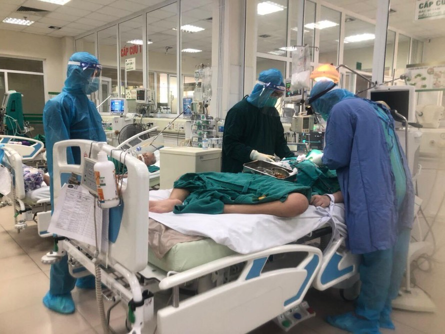 Sáng 30/8: Hơn 50% bệnh nhân mắc COVID-19 đã khỏi, hiện có 6.309 ca nặng đang điều trị