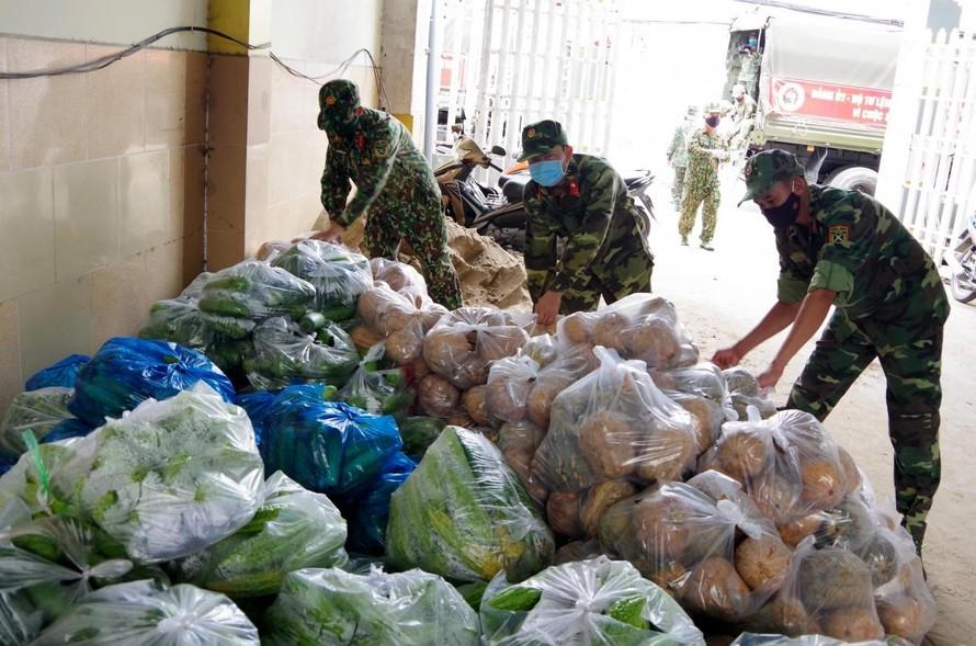 Quân khu 9 thu mua nông sản tại Sóc Trăng hỗ trợ người dân TP.HCM